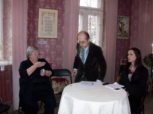 Iš kairės: G.V.Petrošienė, A.Aleksandravičius, S.Javaitytė. R.Jasukaitienės nuotr.